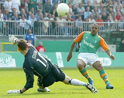 """Ailton trifft zum 4:0, HSV-Keeper Starke fliegt vergeblich: """"Wahnsinnige Sauerei, sich so abschlachten zu lassen"""""""