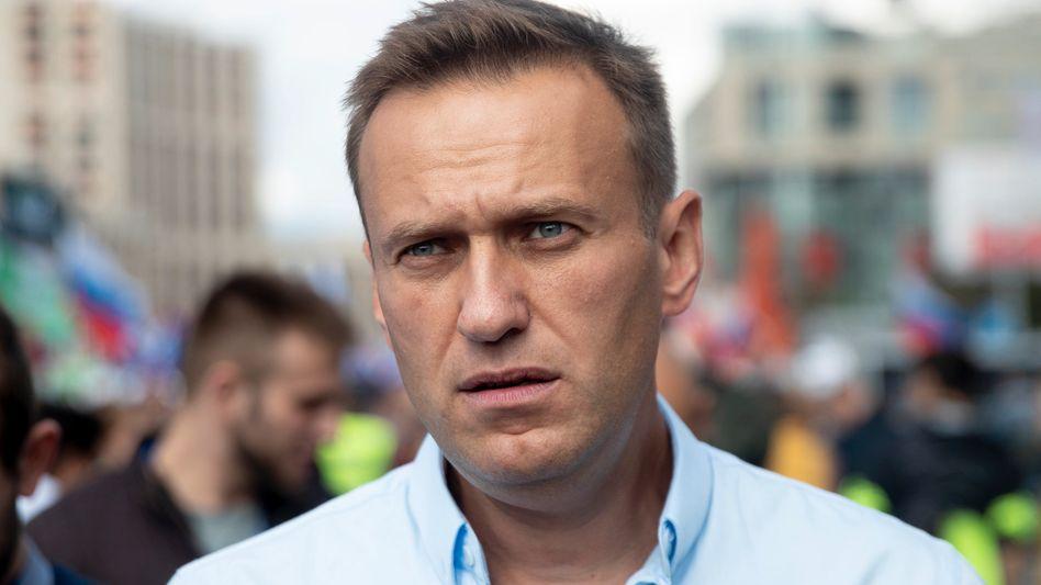 Nawalny auf einer Demo im Juli 2019