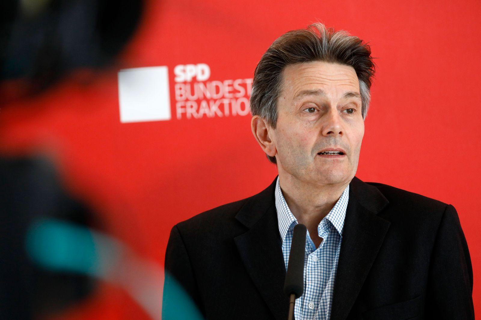 Rolf Mützenich, Vorsitzender der SPD-Bundestagsfraktion, Deutschland, Berlin, Bundestag, SPD Pressekonferenz, 30.06.2020