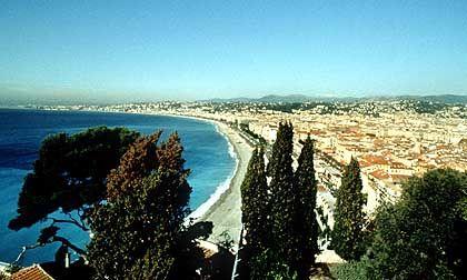 Die sanft geschwungene Bucht von Nizza