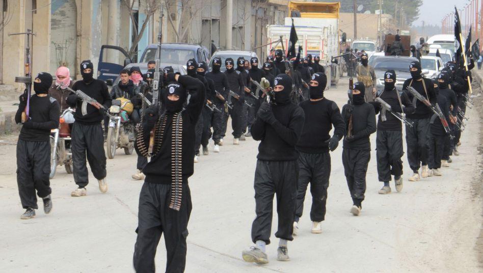 """IS-Kämpfer: Wie gegen """"Foreign Fighters"""" vorgehen?"""