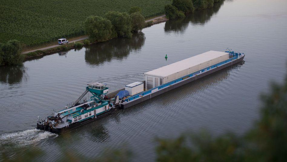 Castor-Transportschiff bei Neckarwestheim