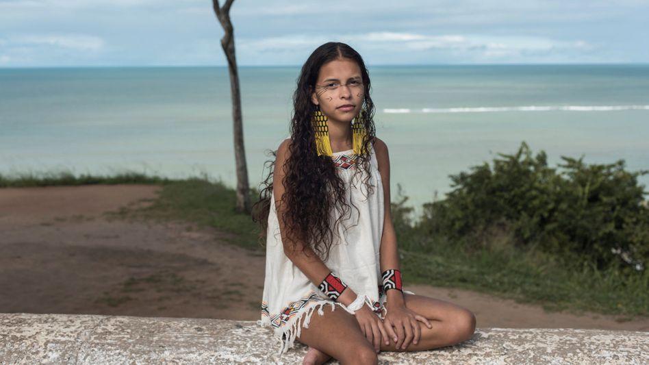 Die indigene brasilianische Influencerin Alice Pataxó posiert für Instagram oft im Bikini – auf Twitter äußert sie sich politisch