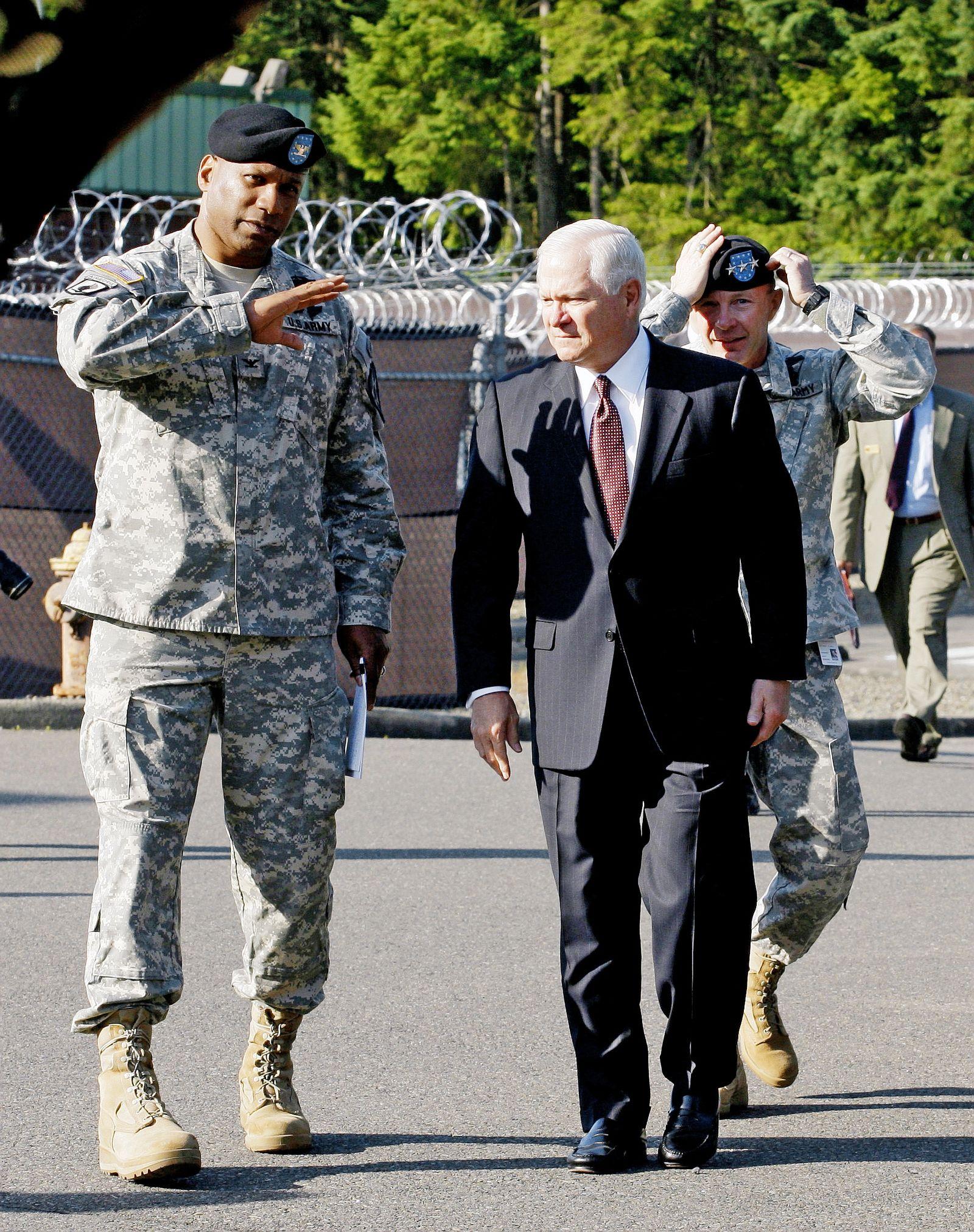 Oberst Tunnelll mit Verteidigungsminister Gates