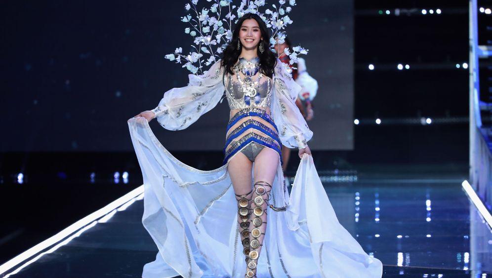 Victoria's-Secret-Show: Schreiten, Schweben, Stolpern
