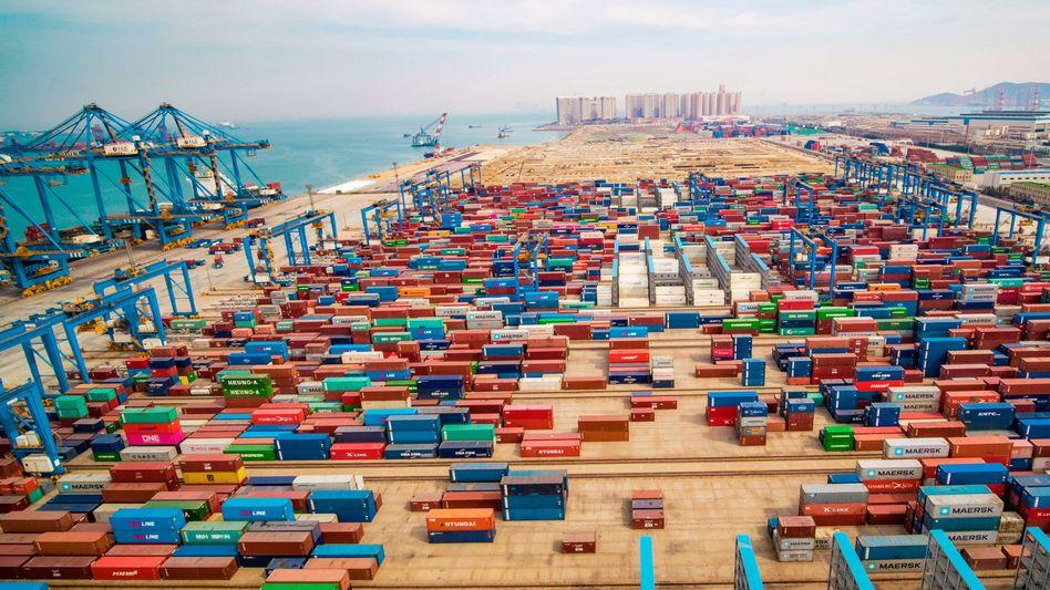 Volle Ladung: Der chinesische Hafen von Qingdao