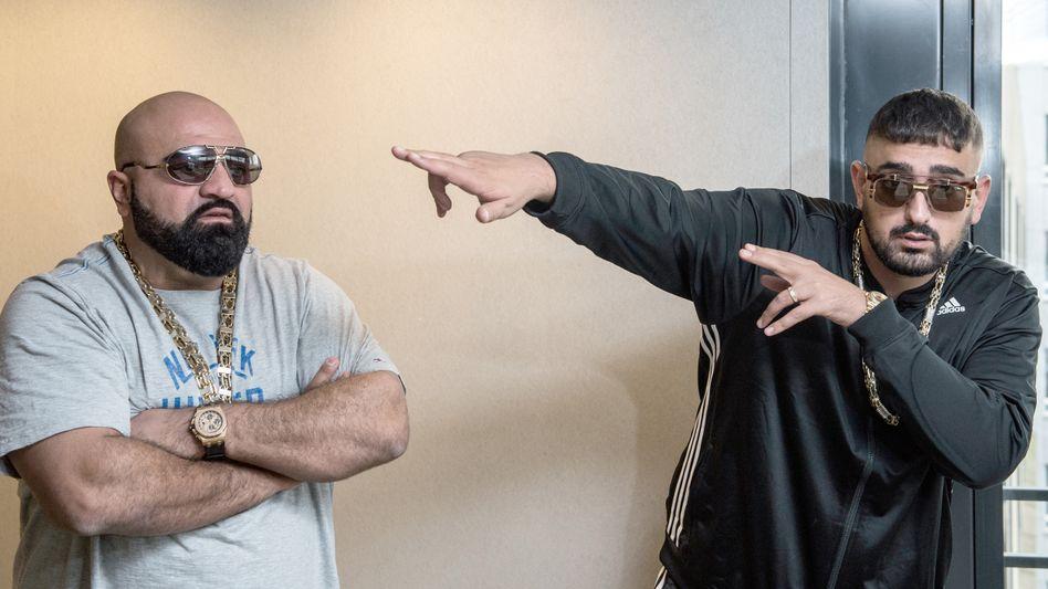 Xatar (l.) mit seinem Kollegen Haftbefehl
