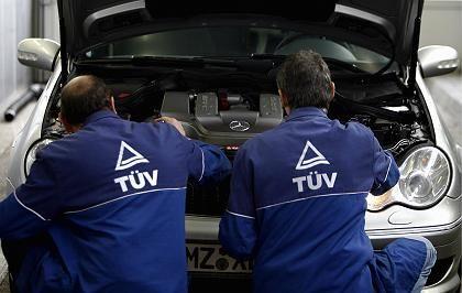 TÜV-Prüfer bei der Arbeit: Sondierungsgespräche für den Riesenkonzern