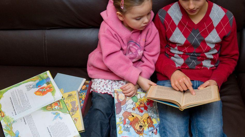Kinder beim Lesen: Laut Pisa-Text hat sich die Lesekompetenz in Deutschland erhöht
