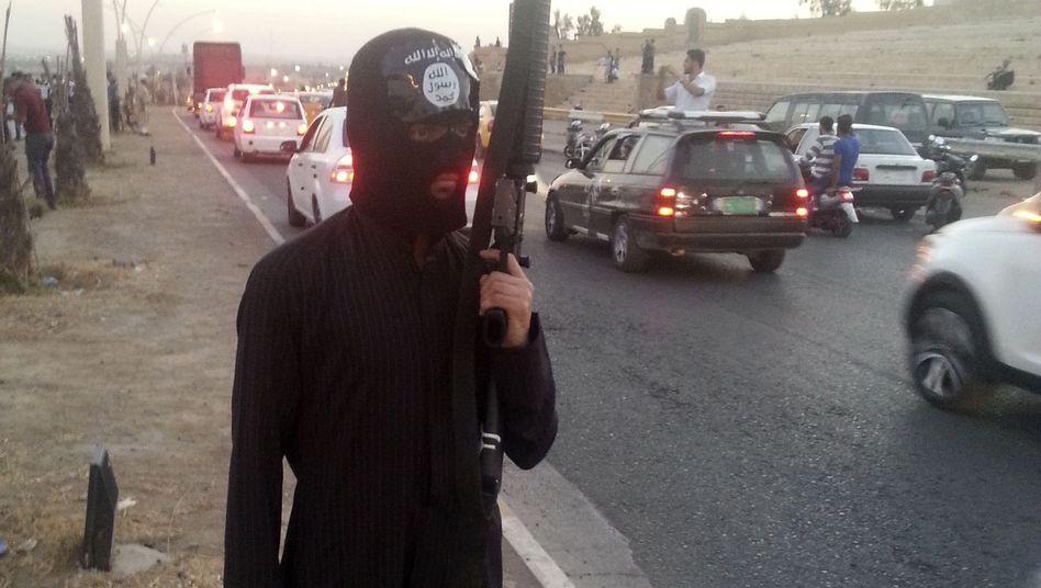 IS-Kämpfer im Irak (Archivbild): Hunderte Stammesmitglieder in Gefahr