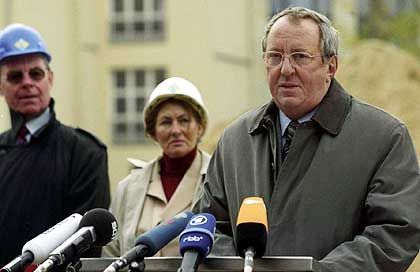 Vadim Glowna als Forschungsminister: Fiktion von Fürsorglichkeit