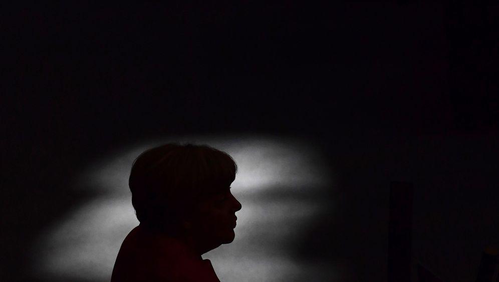 Photo Gallery: Merkel's Last Act
