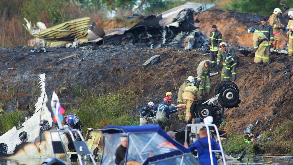 Flugzeugabsturz in Russland: Rettungskräfte bergen die Toten
