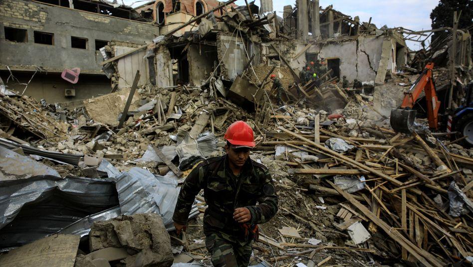 """Zerstörtes Gebäude in Ganja: """"Wendepunkt in der Beilegung des Konflikts"""""""
