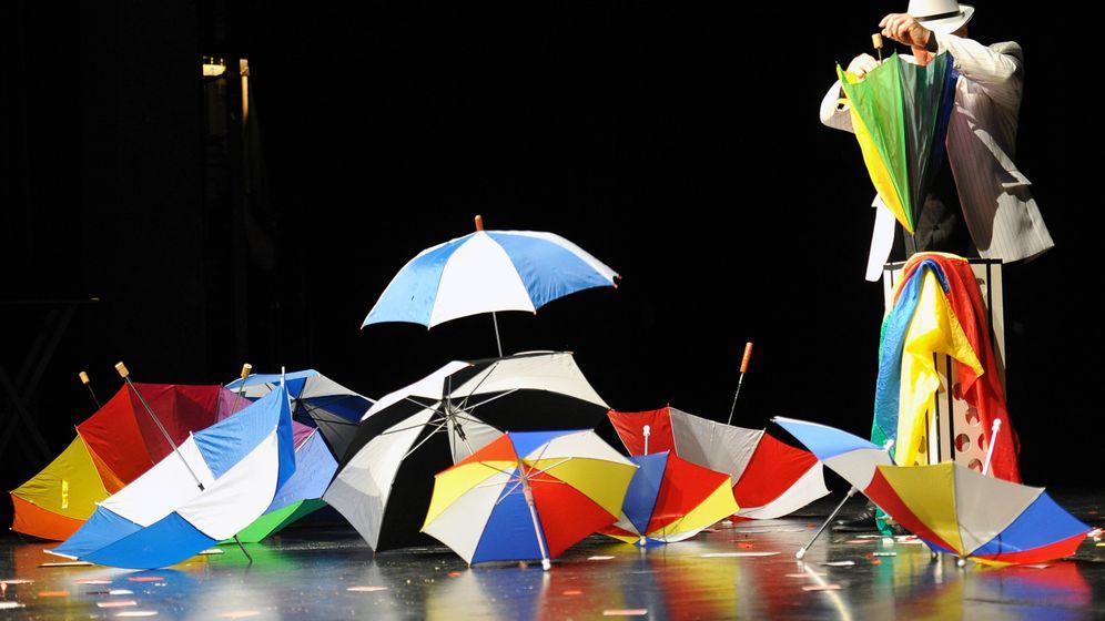 Magier-Rekord: Karten, Schirme und jede Menge Tricks