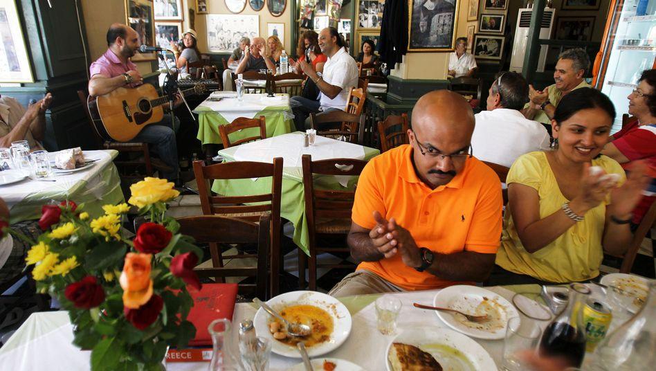 Touristen in Athener Restaurant: Sinken die Preise nicht, steigt die Steuer wieder