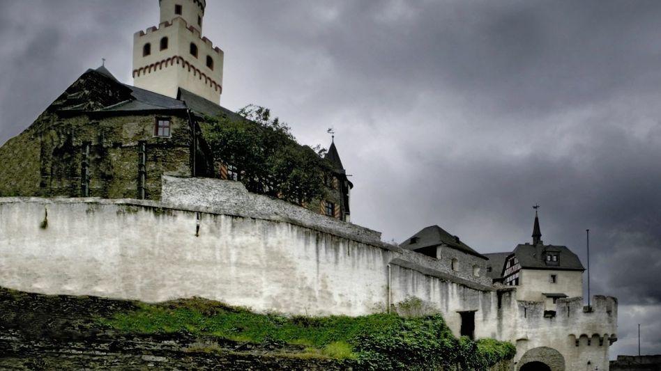 Die Marksburg bei Braubach ist die einzige nie zerstörte Höhenburg am Mittelrhein