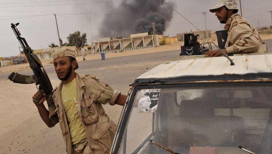 Kämpfer des Übergangsrats in Abu Hadi: Der Kampf um Sirt fordert zahlreiche Opfer