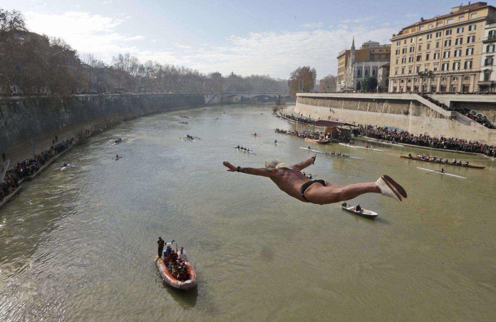 Neujahrsschwimmen/ Italien