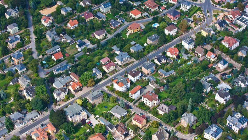 The German government's new energy plan would require most houses in the country to be modernized and made more energy-efficient.