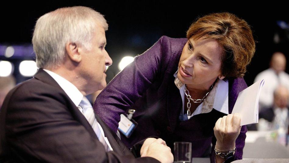Bayerischer Regierungschef Seehofer, Ministerin Haderthauer: Die große weibliche Hoffnung der CSU