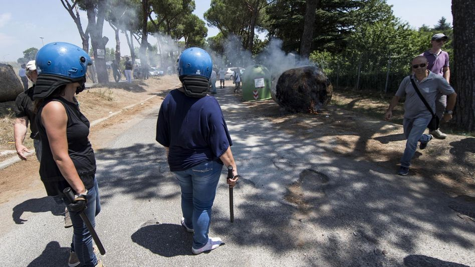 Polizei gegen gewaltsame Demonstranten in Rom: Proteste eskalierten