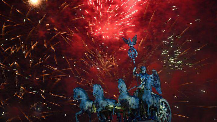 Silvesterparty 2013/2014: Hunderttausende feiern in Berlin