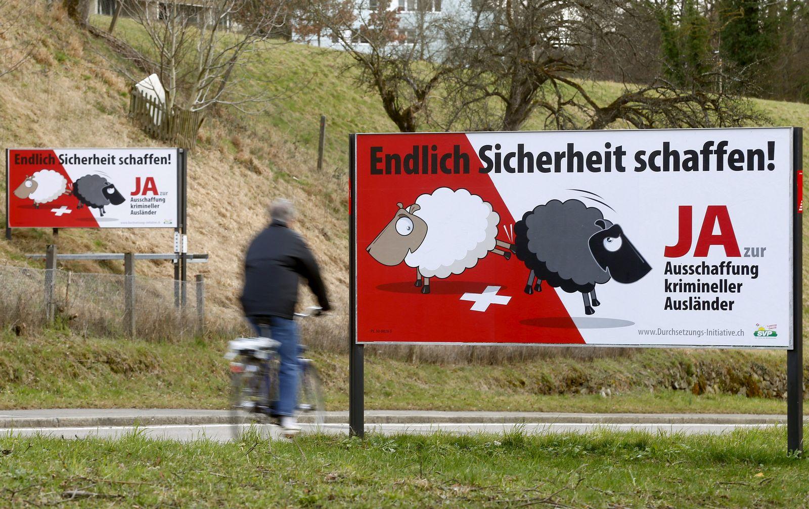 Schweiz / SVP / Plakate / Durchsetzungsinitiative