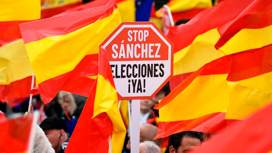Demonstration in Madrid gegen Regierungschef Sánchez