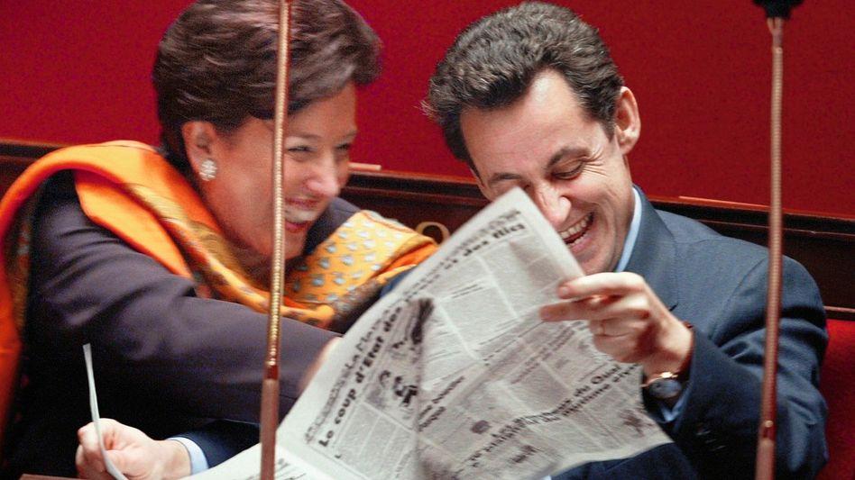 Minister Roselyne Bachelot, Sarkozy mit dem »Canard« 2002: Krankheitsbild der Republik