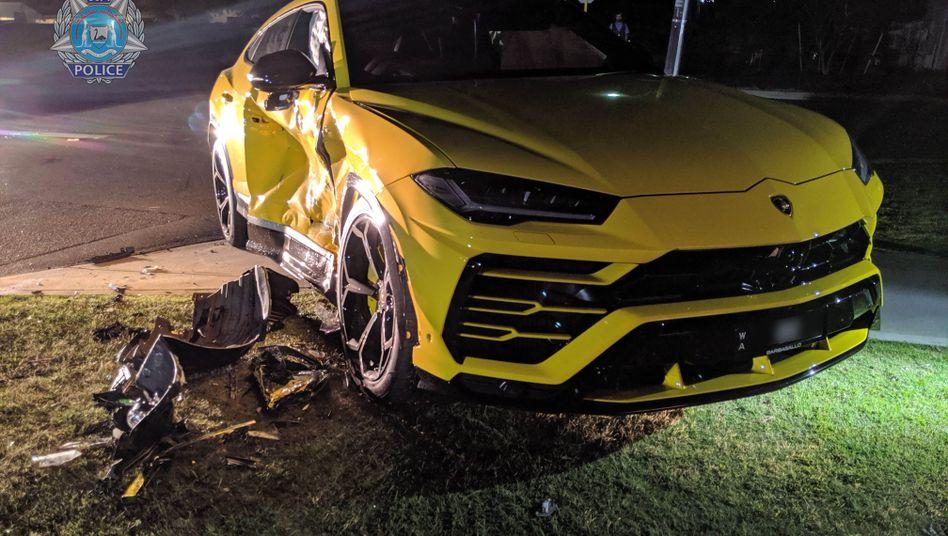 Mit geklautem Auto: 14-Jähriger rast in Lamborghini