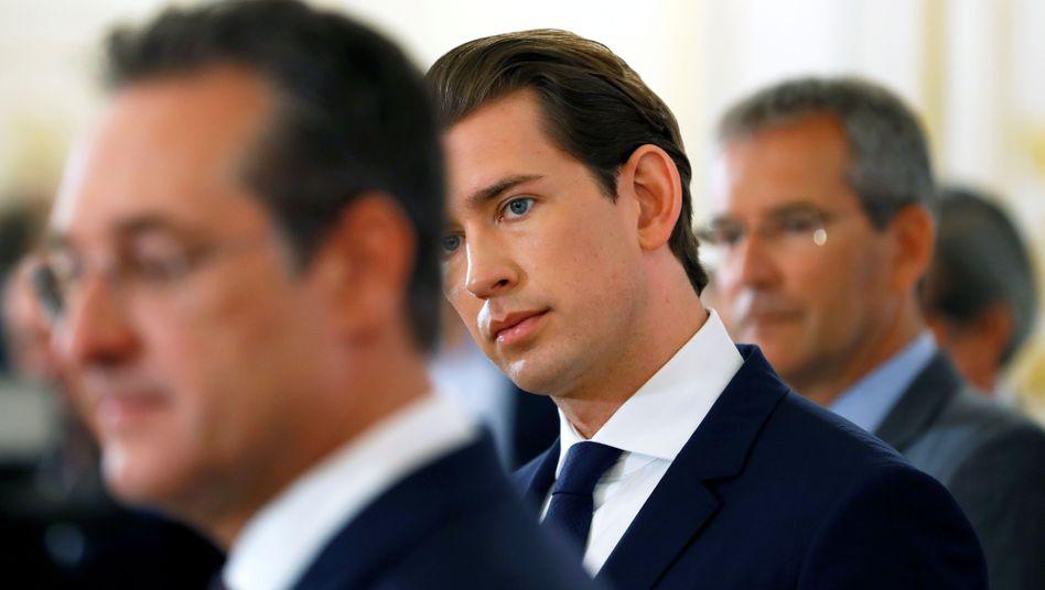 Österreichs Kanzler Sebastian Kurz (r.), Ex-FPÖ-Chef Heinz-Christian Strache: Warum wurde Kurz nicht informiert?