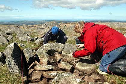 """Ausgrabung im Fördergebiet Carn Menyn in Wales: """"Zahlreiche abschüssige Säulensteine"""""""