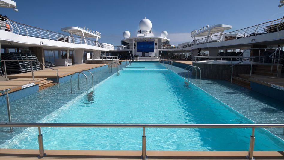 TUI-Cruises-Schiff