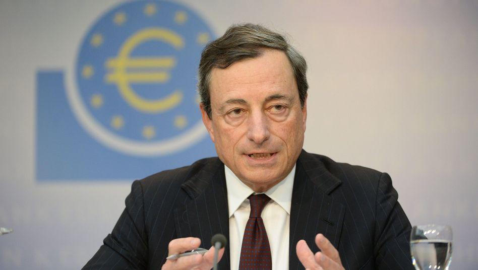 Zinsen in der Euro-Zone: EZB-Chef Draghi verspricht dauerhaft billiges Geld