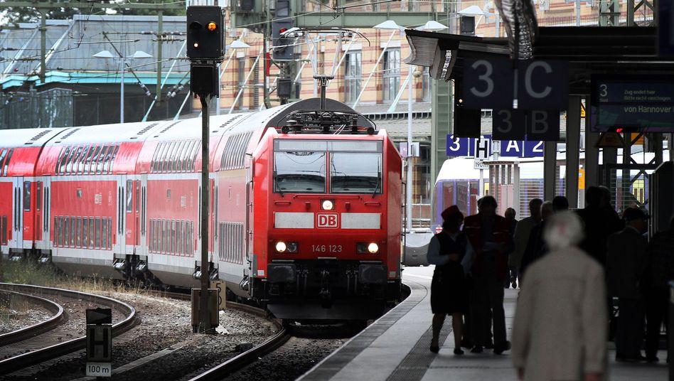 Regionalexpress in Bremen (Symbolbild): Bahn und Reisende kollidieren auf Twitter