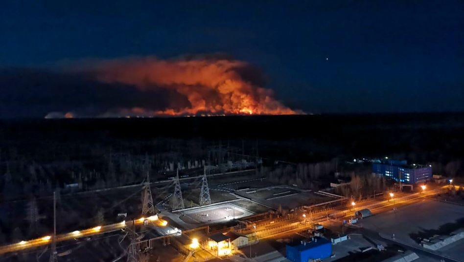 Brände in der Sperrzone: Hunderte Feuerwehrleute sind in Tschernobyl im Einsatz