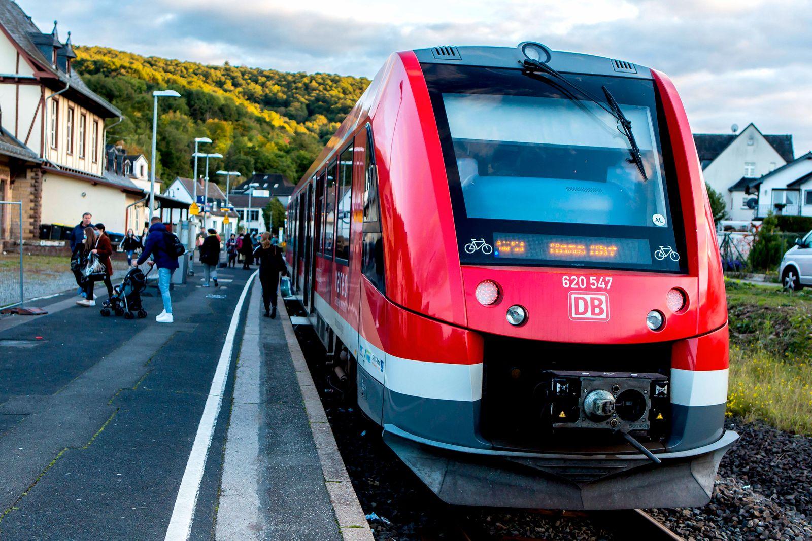 Regionalzug der Linie S 23 Voreifelbahn im Bahnhof von Bad M¸nstereifel ( NRW ). Vareo ist eine Marke des Zweckverbands
