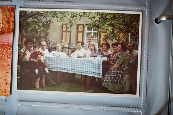 Familie Ott bei einer Feier Mitte der Sechziger