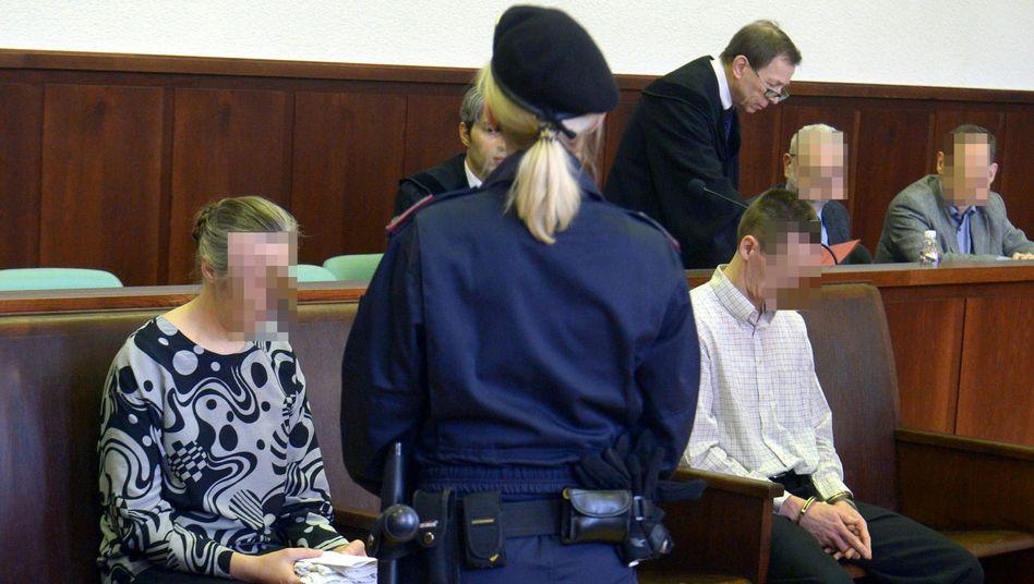 Prozess in Krems an der Donau: Zu Beginn wirken beide Eheleute mitgenommen