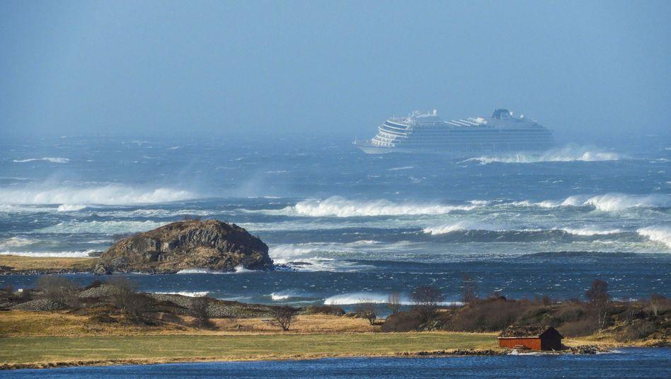 """Havariertes Kreuzfahrtschiff """"Viking Sky"""" am Samstag vor der norwegischen Küste"""