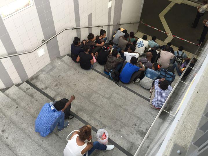 Einsatz der Polizei am Rosenheimer Bahnhof: Wartende Flüchtlinge