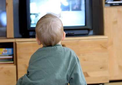 """Kleinkind vorm Fernseher - spricht das nicht für die """"Herdprämie""""?"""
