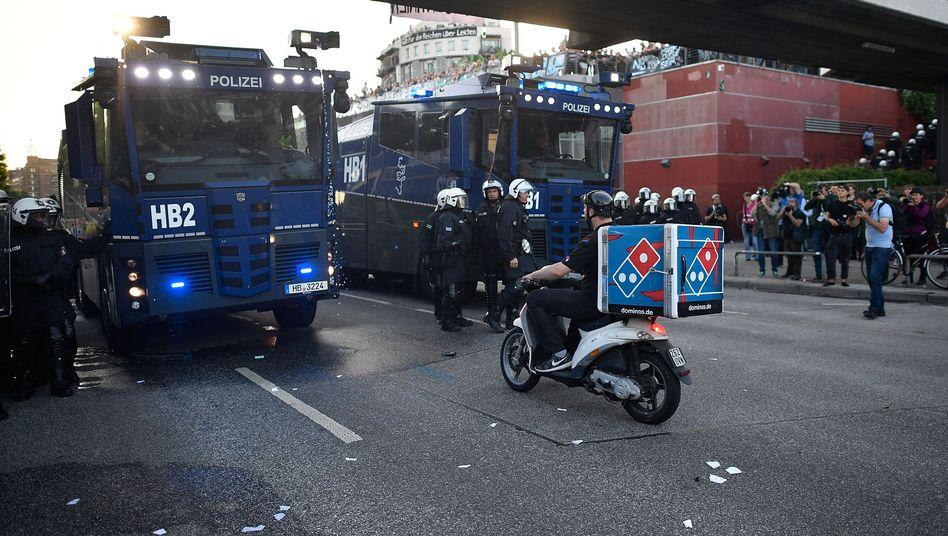 Pizzabote wird von der Polizei aufgehalten