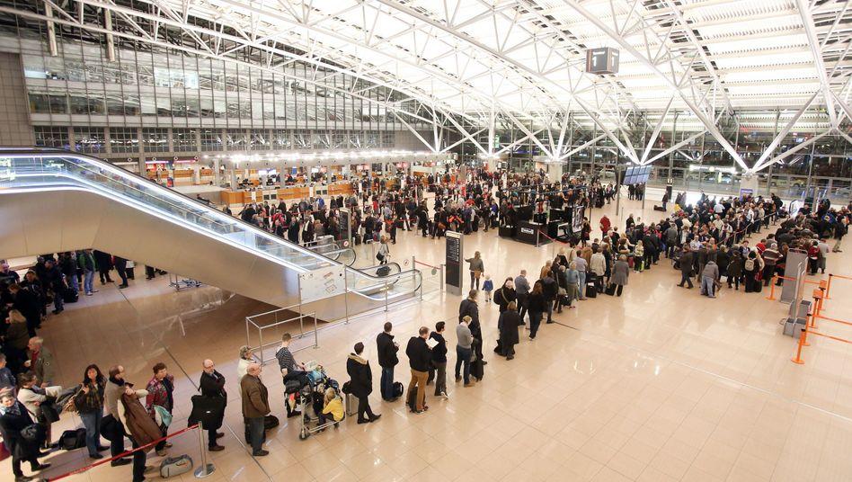 Streik der Sicherheitsmitarbeiter am Flughafen Hamburg (Archivbild)