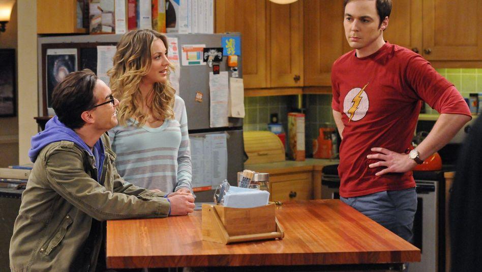"""Singt er gleich wieder? Sheldon (Jim Parsons, r.) in der """"Big Bang Theory""""-WG"""