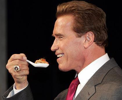 """Schwarzenegger mit Sushi (2004): """"Epidemie der Fettleibigkeit"""""""
