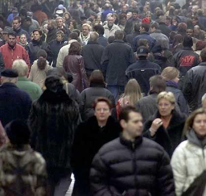 Menschenmenge: ZoomInfo sammelt Personendaten