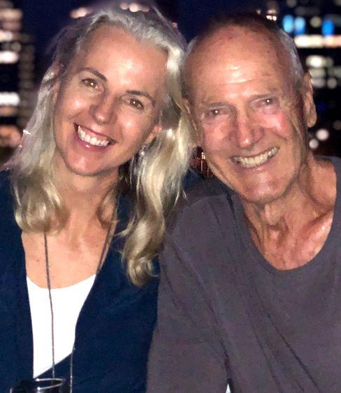 Bernd B. Liebhold arbeitete im Theater, als Kamera, Regisseur und Produzent beim Film. 1983 wanderte er nach Australien aus und lebt heute in Perth mit seiner Lebensgefährtin Morna.