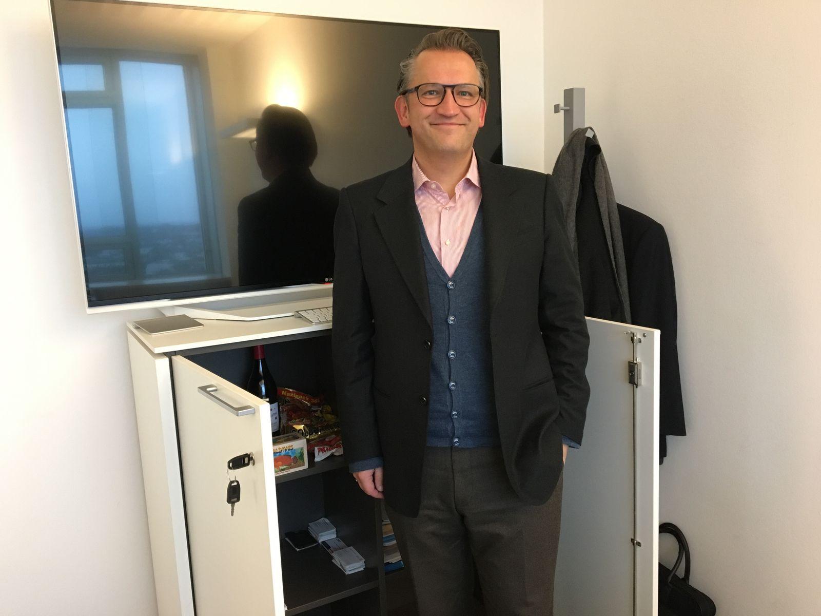 EINMALIGE VERWENDUNG Frank Jorga / Chef ohne Büro